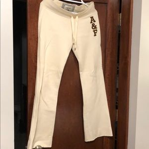 Abercrombie & Fitch off white small sweatpants